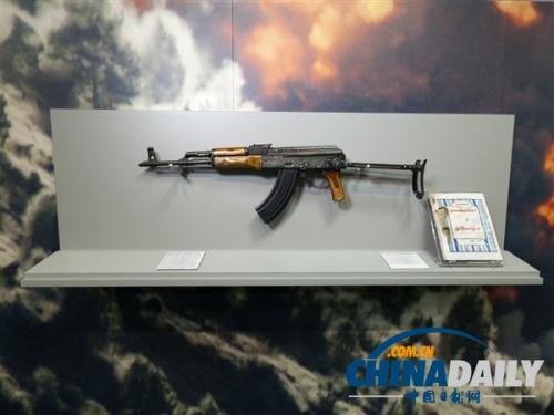 博物馆 拉登 展示 中情局 ak/47 突击步枪/中情局博物馆展示着一支拉登使用过的AK/47突击步枪。