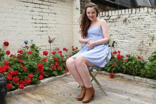 """17岁少女患怪病恐变""""活雕像""""仍积极生活(图)"""