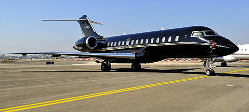 英国前首相豪华私人飞机出游 每小时飞行花费7万(2)