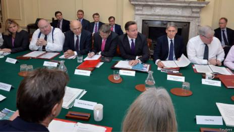 英国内阁会议严禁使用平板电脑,避免遭国外情报机构监听.