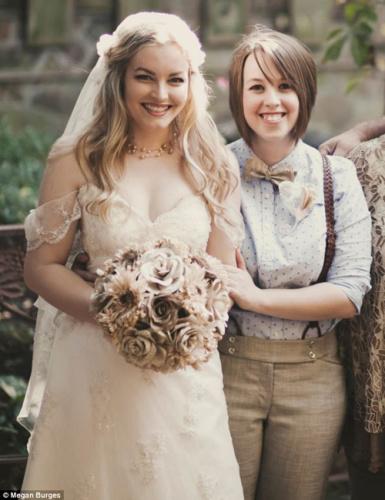 美国两名女同性恋晒婚礼美照 网友祝福如潮(图)