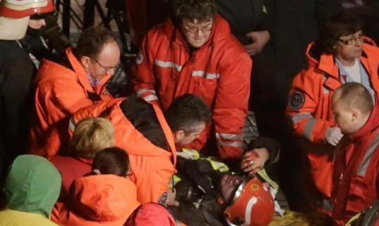 超市/拉脱维亚一超市屋顶坍塌致数十伤亡,当局已经排除了自然灾害和...