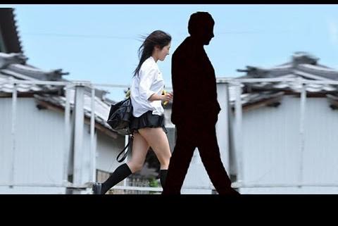 日本未成年女生为顾客提供陪散步服务