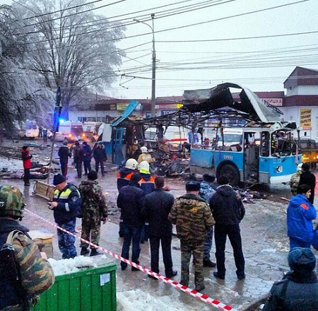 俄罗斯媒体12月30日公布的无轨电车爆炸现场照片