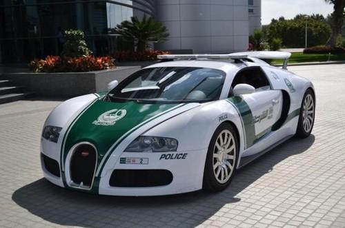 """迪拜警队配备超级奢华跑车被讽""""座位不够"""""""
