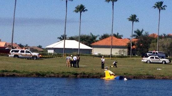 美国佛州一小型飞机坠毁