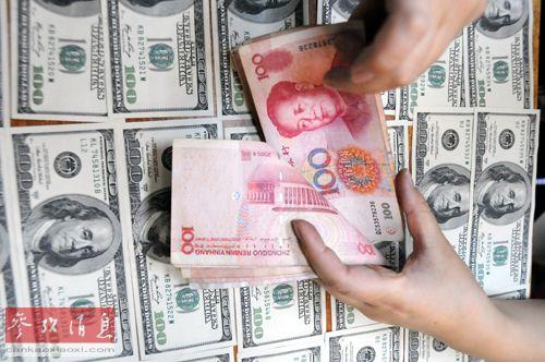 中国 文化路/在中国银行四川南充分行文化路支行,工作人员在清点人民币(2013...
