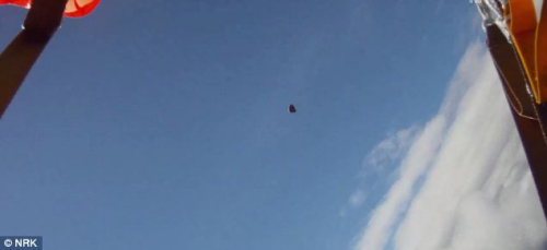 男子跳伞时与陨石擦身而过晚跳一秒恐身亡(图)