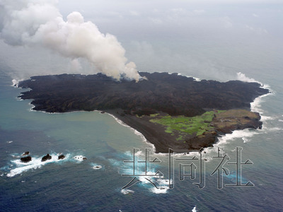 日本西之岛发现第四个火山口岛面积或扩大(图)