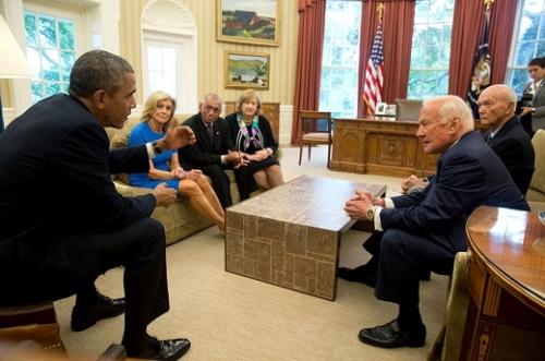 纪念人类登月45周年 奥巴马接见当年宇航员(图)