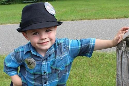 美国明尼苏达州小镇再选镇长 5岁男童连任失败