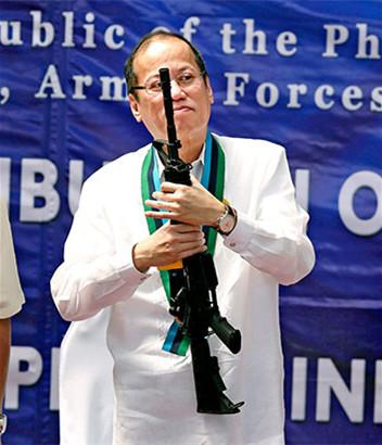菲律宾海军装备不足 曾把椰子树干伪装成大炮