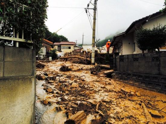 广岛泥石流致死人数升至8人 安倍被迫停打高尔夫
