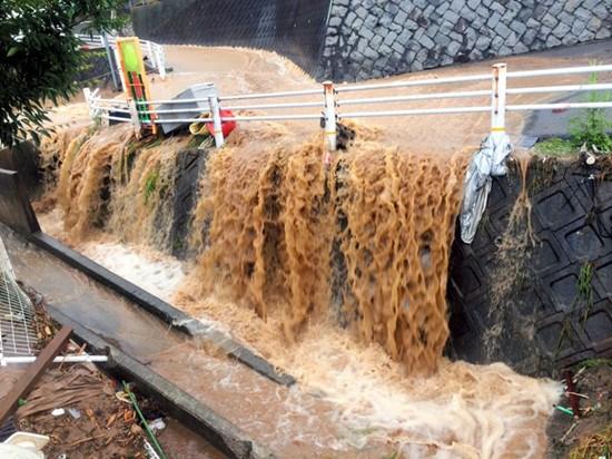 广岛泥石流已致18人死亡 地表多疏松系主要原因
