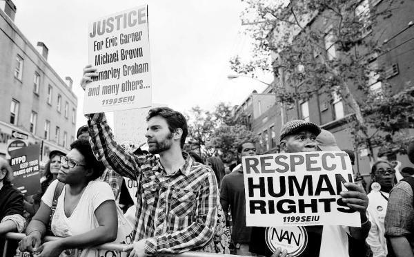 美国黑人男子被警察勒死引发纽约数千人示威