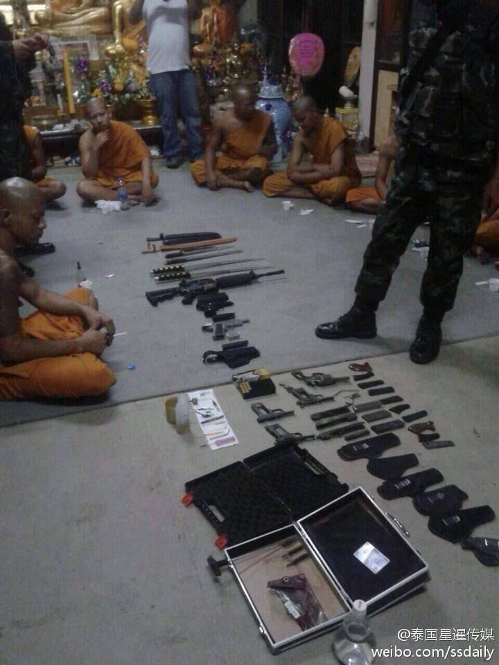 泰国军方搜查寺庙 查获枪支毒品和黄色碟片(图)