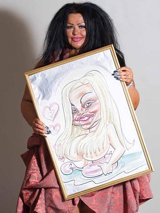 女子15年花18万澳元整形只为接近漫画肖像(图)