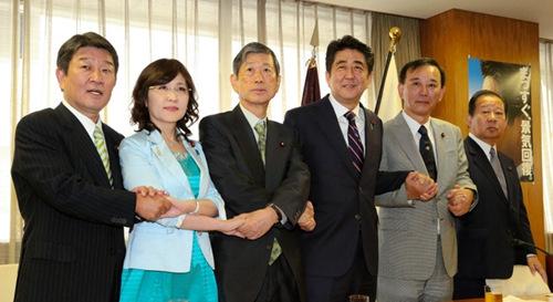 日本内阁改组 日媒称安倍布局意在连任总裁