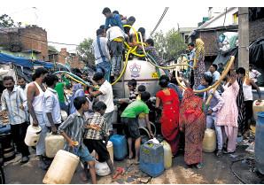 """印度长期供水短缺""""供水黑手党""""日益壮大"""