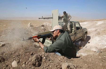 英国向伊拉克库尔德武装提供重机枪和弹药(图)