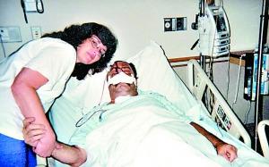 """美国男子身患癌症鼻子被切除 十年两度""""换脸"""""""