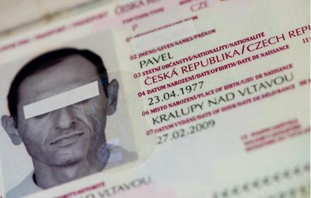 欧盟7国联合打击制作贩卖假证团伙上百人被捕