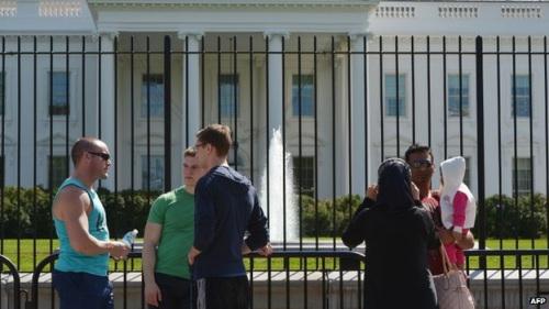 白宫闯入事件暴露安保漏洞 美特勤局立起新围栏