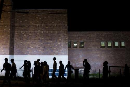 美国弗格森镇示威现暴力冲突8人遭警方逮捕(图)