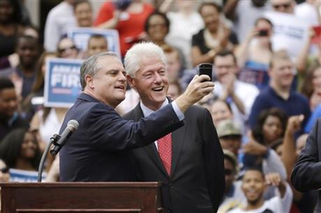 克林顿赴阿肯色州讲话吁大学生投票支持民主党