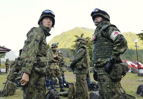 日本火山灾害仍有8人被困 台风加剧搜救紧迫性