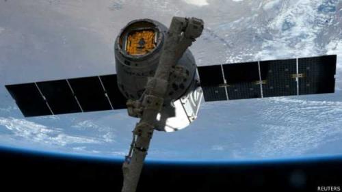 """""""龙""""飞船结束太空之旅携小鼠与3D打印机返航"""