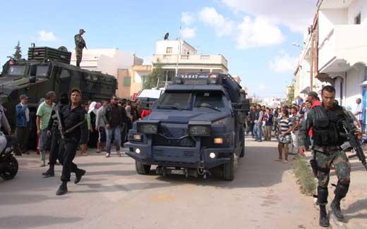 """突尼斯警方围歼恐怖分子 击毙多名""""女圣战士"""""""
