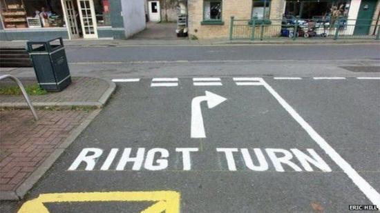 英国修路工遇窘事路标拼写错误被路人嘲笑(贪图)