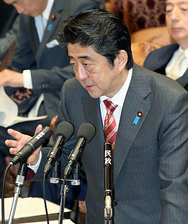 安倍肯定日本央行加码宽松 将全力应对日元贬值