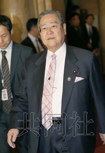 日本自民党税调会长默许安倍提升消费税延期方案