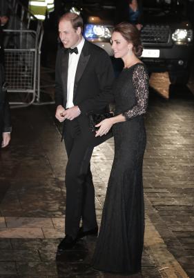 凯特王妃身着礼服出席活动 小腹隆起显孕味(图)