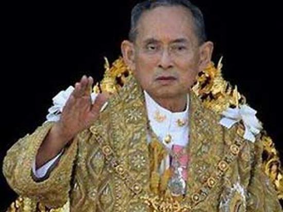 泰国王现身出席官方仪式粉碎外界涉其健康传闻