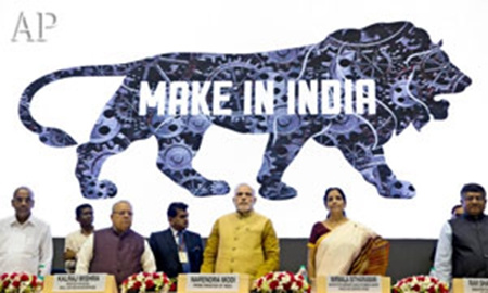 印度总理莫迪(中)提出吸引外资制造业的