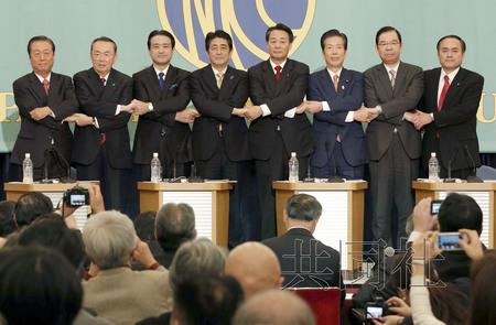 日本朝野举行党首辩论会 安倍强调经济政策成果