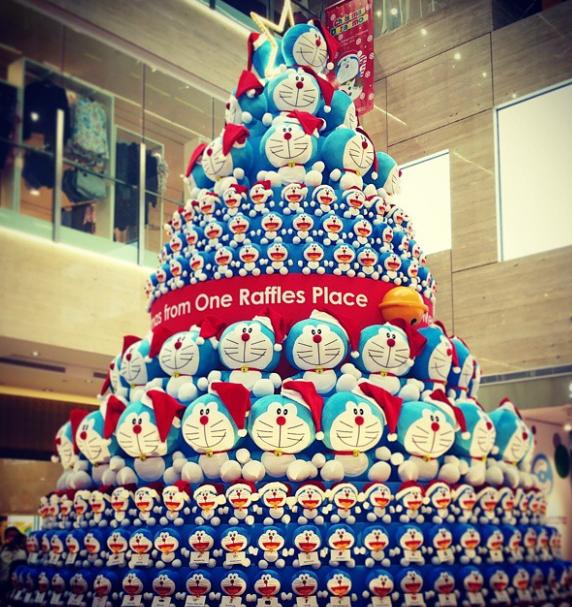新加坡商场为揽客 建哆啦A梦巨型圣诞树(图)
