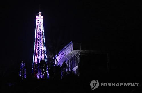 韩国政府允许宗教团体在爱妓峰点亮圣诞树