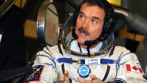 加拿大退役宇航员:地面工作对太空探索更重要 - 中文国际 - 中国日报网