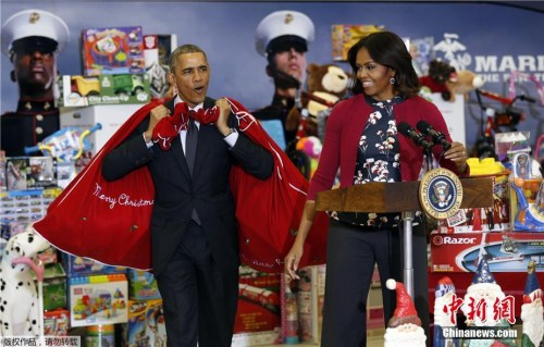 政要庆圣诞:奥巴马赴夏威夷 奥朗德扮圣诞爷爷