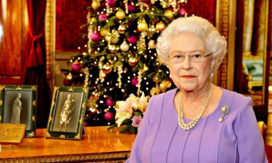 英女王发表圣诞讲话 赞扬抗击埃博拉医护人员(图)