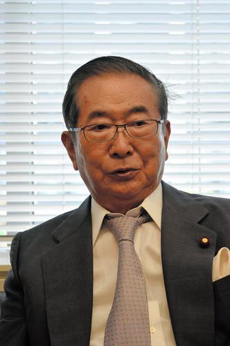石原慎太郎期待安倍推动修宪 主张自主制定宪法