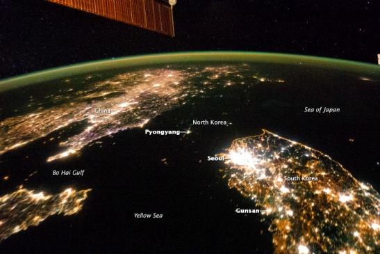资料图:卫星拍摄的朝鲜半岛图片,漆黑的部分是朝鲜.