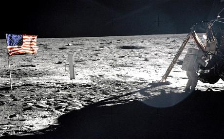 阿姆斯特朗登月储物袋40余年后重现 装满纪念品
