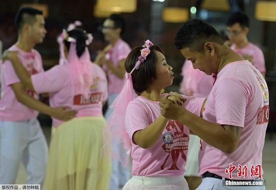 泰国9对舞者连跳35小时 创吉尼斯世界纪录