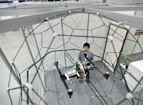 日本研发碳纤维无人机韧性强抗冲击拍摄强(图)