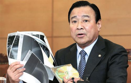韩国总理李完九提出辞职 朴槿惠返国后或将接受